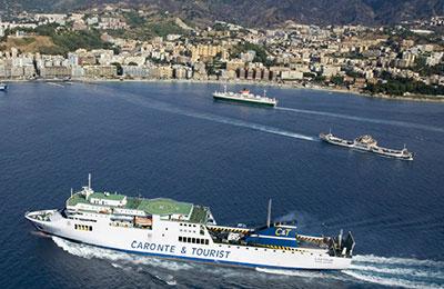 Caronte y turísticos Ferries
